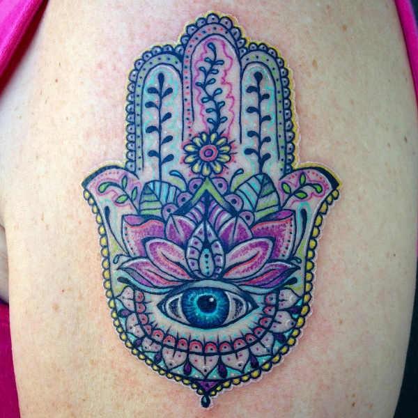 Betekenissen & inspiratie  Hamsa hand tattoo: betekenis en oorsprong & 45x tattoo-inspiratie