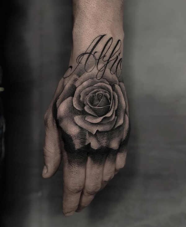 Hand Tattoo Betekenis En 100x Tattoo Inspiratie