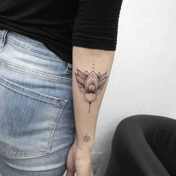 Betekenissen & inspiratie Bloemen  Lotus tattoo: betekenis en 50x tattoo-inspiratie