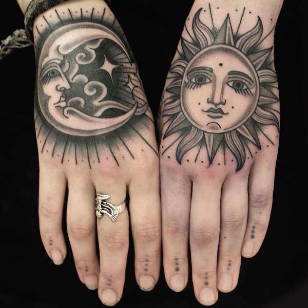 Betekenissen & inspiratie  Maan tattoo: betekenis & 100 inspirerende tattoo ideeën