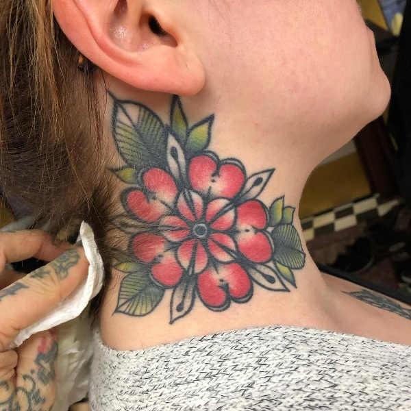 Plaatsen  Nek tattoos: 150x tattoo-inspiratie
