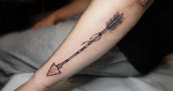 Betekenissen & inspiratie  Pijl tattoo: betekenis en oorsprong & 110x tattoo-inspiratie