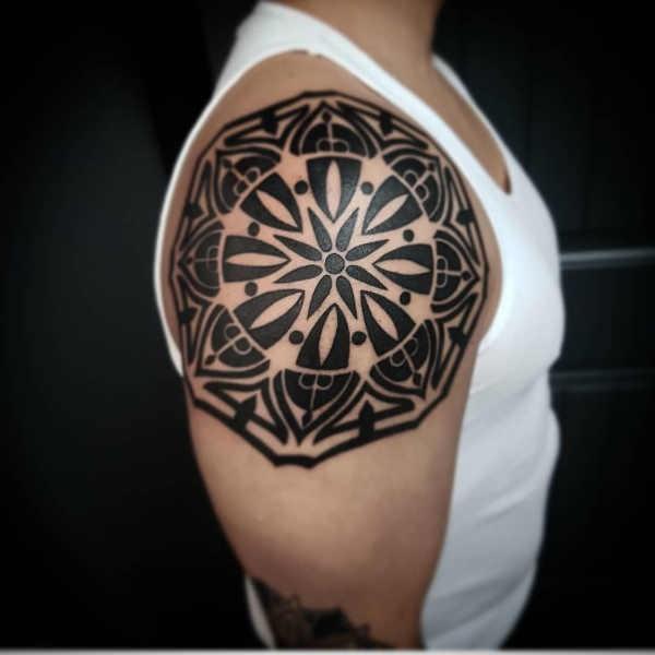 Plaatsen  Schouder tattoos: 100x tattoo-inspiratie