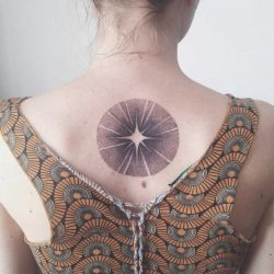 Plaatsen  Hand tattoo: betekenis en 100x tattoo-inspiratie