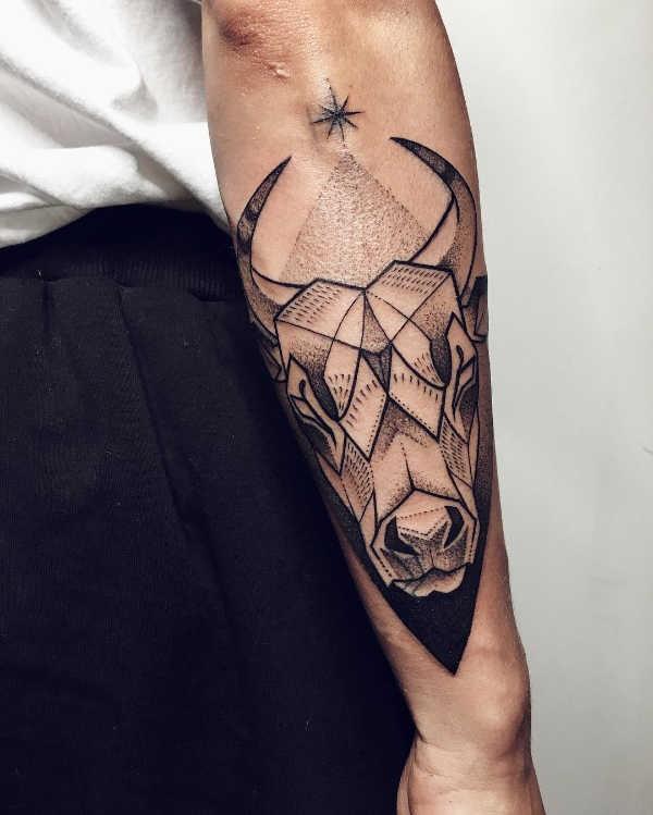 Betekenissen & inspiratie Sterrenbeelden-tatoeages  Sterrenbeeld stier tattoo: betekenis & 50x tattoo-inspiratie
